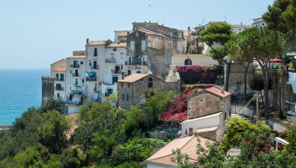 The-Best-Beach-Near-Rome-Sperlonga_hillside-town