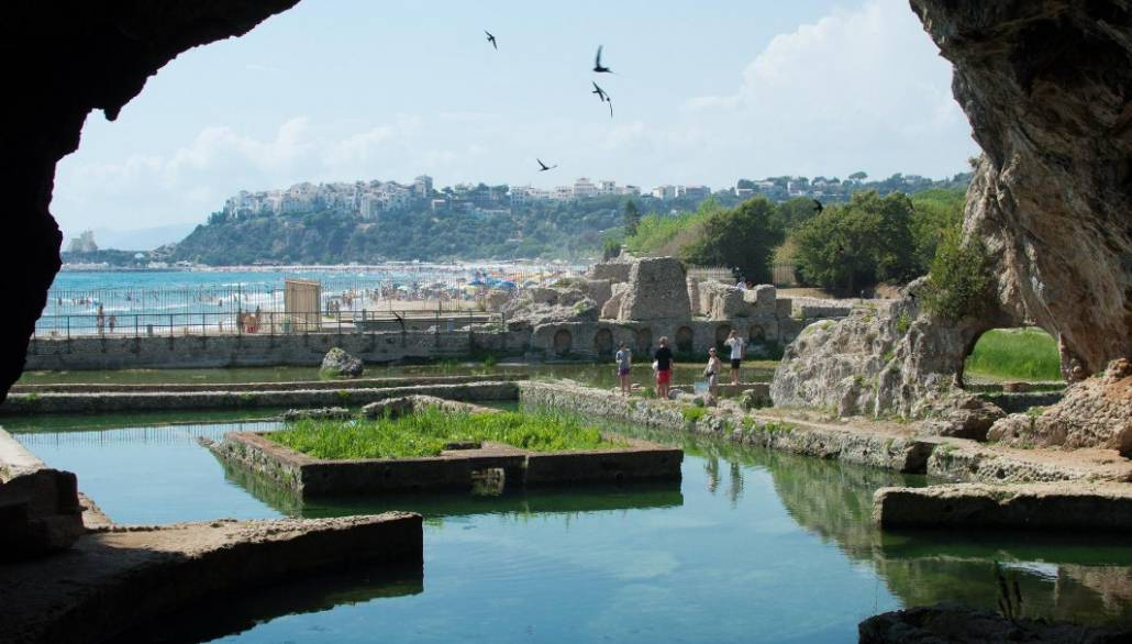 The-Best-Beach-Near-Rome-Sperlonga_inside-Tiberius-Grotto